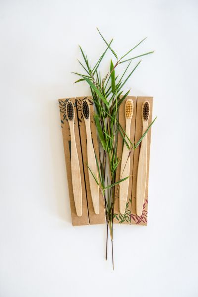 Bambus Zahnbürsten mit Aktivkohle-Borsten 4er Set