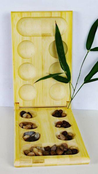 Bambus Mancala-Spiel mit Natursteinen