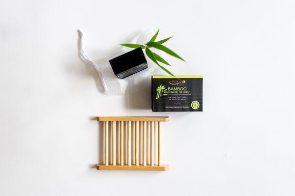 Schwarze Seife mit Bambus-Aktivkohle,Kokosöl, Olivenöl u.nat.Aromen