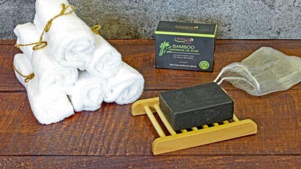 Bambus-Pflege-Set ( 6 Seifentücher + Schwarze Seife + Bambusseifenschale)