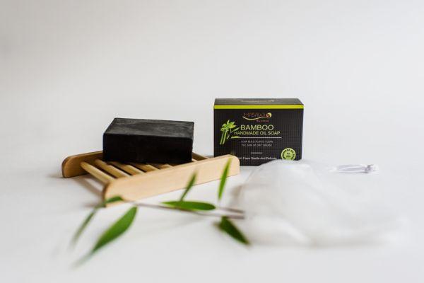 Schwarze Seife mit Bambus Seifenschale